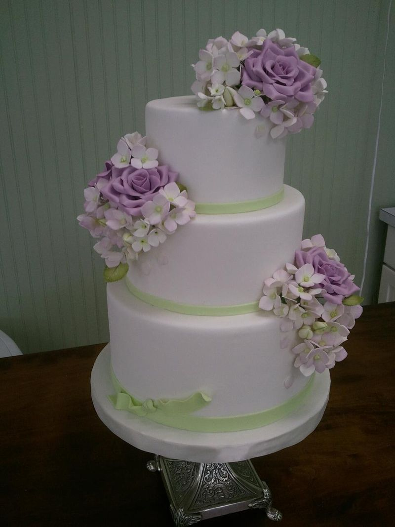 Savannah Custom Cakes roses and hydrangea
